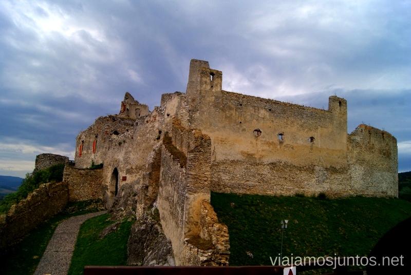 Entrada del castillo de Becov Castillos de Eslovaquia, Slovakia, #EslovaquiaJuntos Que ver y que hacer