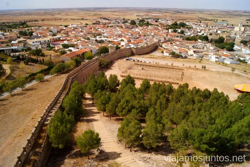 Vistas de la muralla, Belmonte y el campo de lucha I Torneo Internacional de Combate Medieval en el Castillo de Belmonte, Cuenca, Castilla-La Mancha #DesafioBelmonte