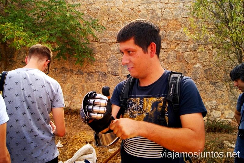 Denys jugando al caballero medieval I Torneo Internacional de Combate Medieval en el Castillo de Belmonte, Cuenca, Castilla-La Mancha #DesafioBelmonte