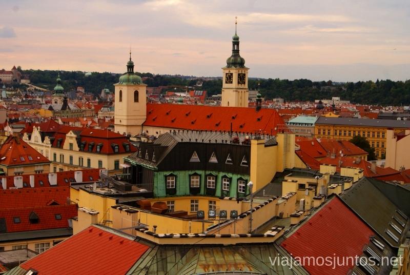 Techos de Praga Vistas panorámicas de Praga, República Checa