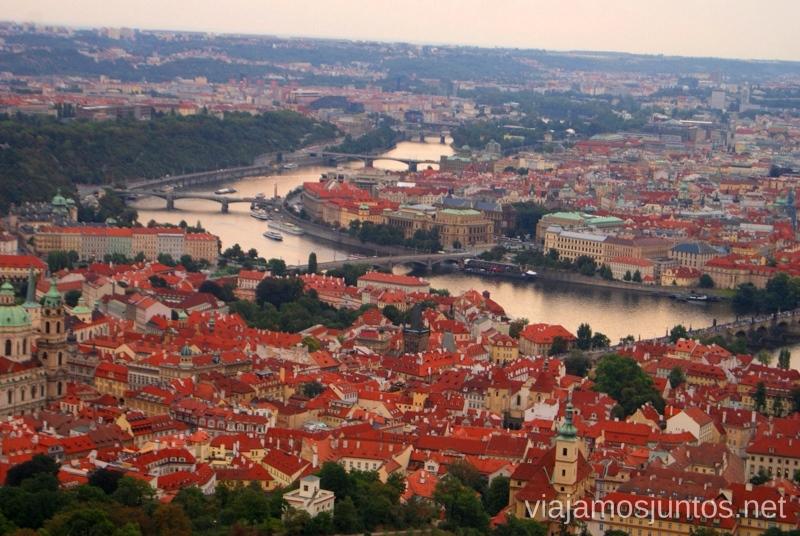 El río Vltava en su paso por Praga Vistas panorámicas de Praga, República Checa