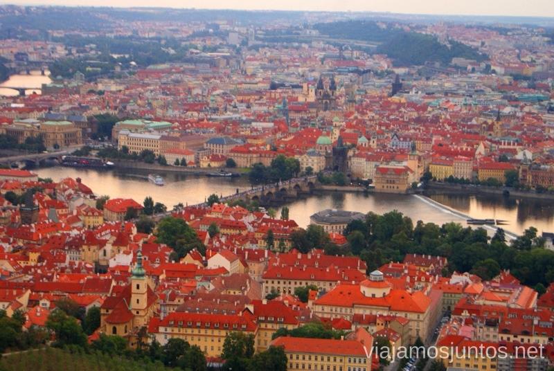 Praga y el río Vltava Vistas panorámicas de Praga, República Checa