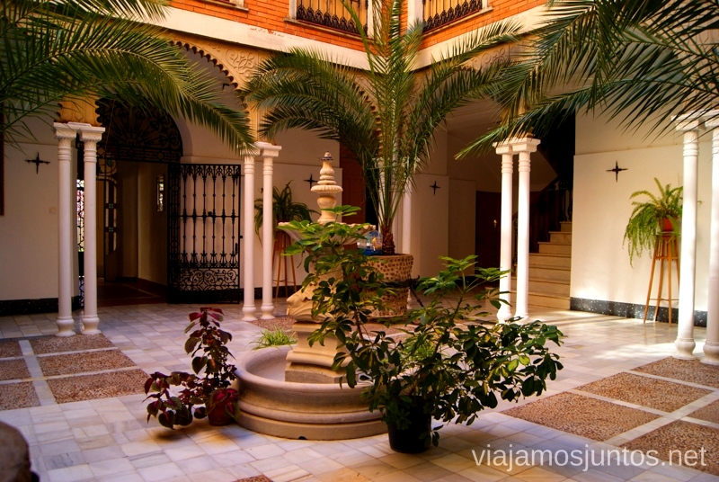 El patio del convento Un itinerario de un día por Almodóvar del Campo, Ciudad Real, Castilla-la Mancha Que ver y que hacer