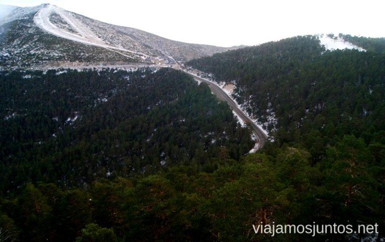 Busca el tren-cremallera entre los pinos ;) Ruta de las cascadas, Navacerrada, Sierra Guadarrama, Madrid. Nieve, río, cascaditas, vistas panorámicas