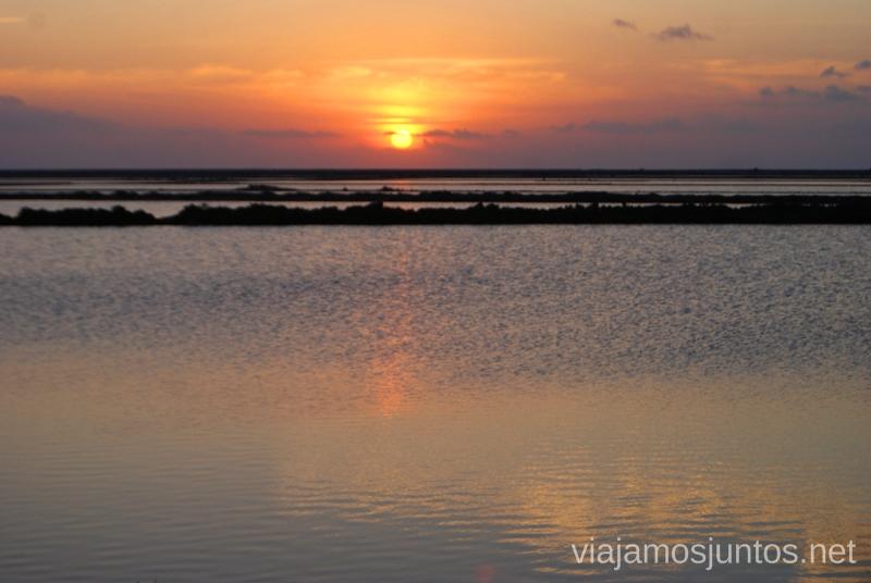 Incluso con las nubes el atardecer sobre las Salinas es precioso Nuestros atardeceres favoritos de Ibiza Donde ver puesta de sol en la isla de Ibiza