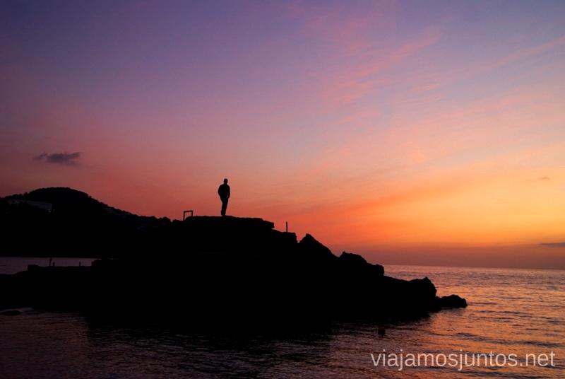 Atardecer desde la Cala Tarida Nuestros atardeceres favoritos de Ibiza Donde ver puesta de sol en la isla de Ibiza