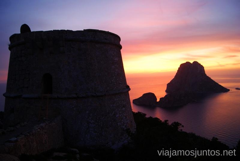 La Torre y el atardecer sobre la isla Vedranell Nuestros atardeceres favoritos de Ibiza Donde ver puesta de sol en la isla de Ibiza
