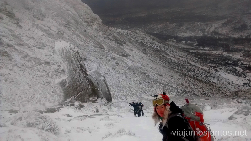 Vístete bien y ven a la montaña en invierno Caminatas de invierno. Cómo vestirse barato para rutas de invierno no tener frío.