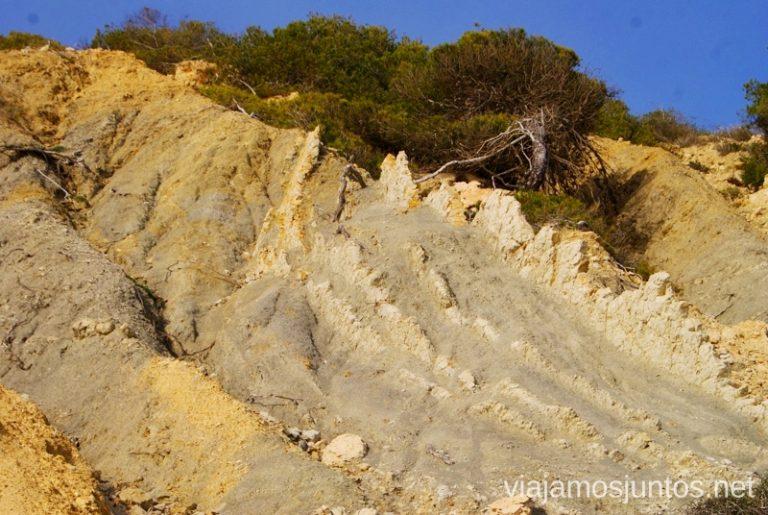La cala Rutas de senderismo fáciles por la isla de Ibiza. Invierno o verano. Playa, montaña y calas secretas