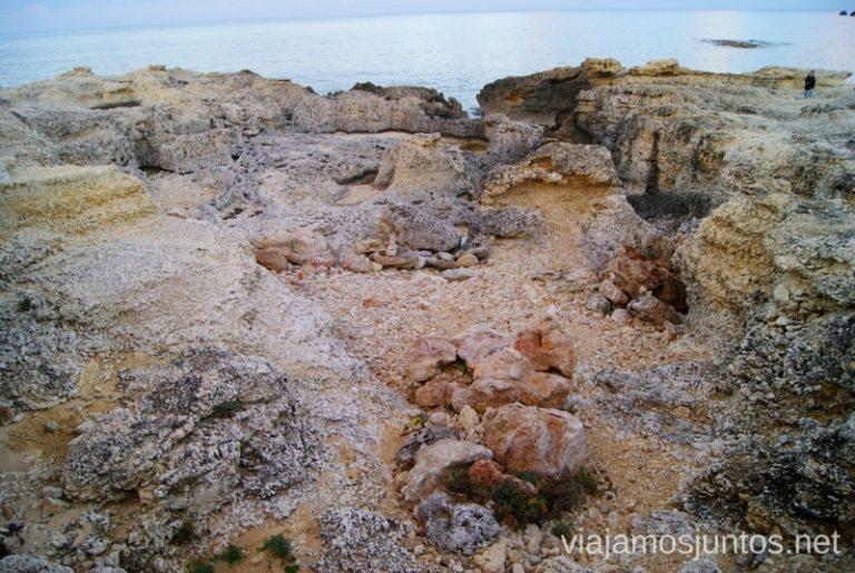 Un paisaje único Rutas de senderismo fáciles por la isla de Ibiza. Invierno o verano. Playa, montaña y calas secretas