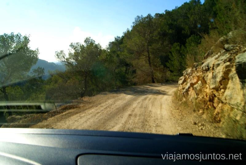 Carretera sin asfaltar... durante un buen rato Rincones curiosos de Ibiza. Que ver y que hacer en la isla. Baleares