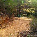 Terreno irregular Rutas de senderismo fáciles por la isla de Ibiza. Invierno o verano. Playa, montaña y calas secretas