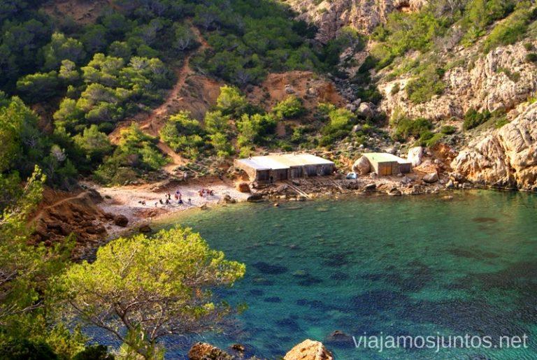 Casetas de pescadores Rutas de senderismo fáciles por la isla de Ibiza. Invierno o verano. Playa, montaña y calas secretas