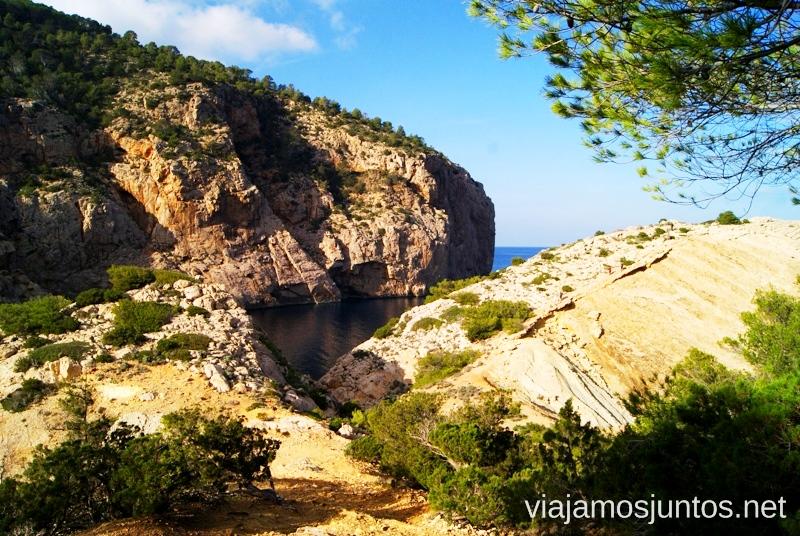 Calas escondidas Rutas de senderismo fáciles por la isla de Ibiza. Invierno o verano. Playa, montaña y calas secretas