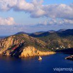 La isla de formas irregulares - Ibiza Rutas de senderismo fáciles por la isla de Ibiza. Invierno o verano. Playa, montaña y calas secretas