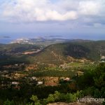 Desde el punto más alto de la isla de Ibiza, Sa Talaia Rutas de senderismo fáciles por la isla de Ibiza. Invierno o verano. Playa, montaña y calas secretas