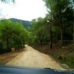 Carretera para subir a Sa Talaia Rutas de senderismo fáciles por la isla de Ibiza. Invierno o verano. Playa, montaña y calas secretas