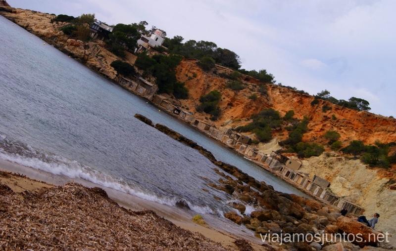 Cala con casetas de pescadores Rincones curiosos de Ibiza. Que ver y que hacer en la isla. Baleares