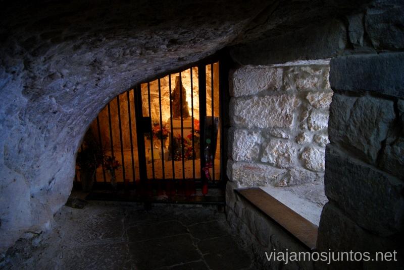 La cueva-capilla sagrada en el Santuario de Montesclaros El Sur de Cantabria, que ver y que hacer Lugares más desconocidos y sorprendentes