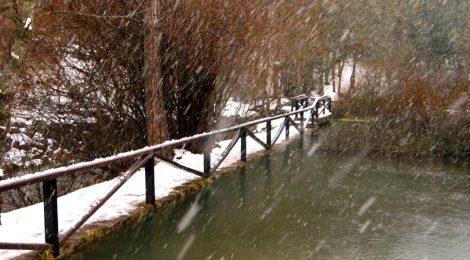 Haciendo la ruta del nacimiento del río Ebro bajo la nevada El Sur de Cantabria, que ver y que hacer Lugares más desconocidos y sorprendentes