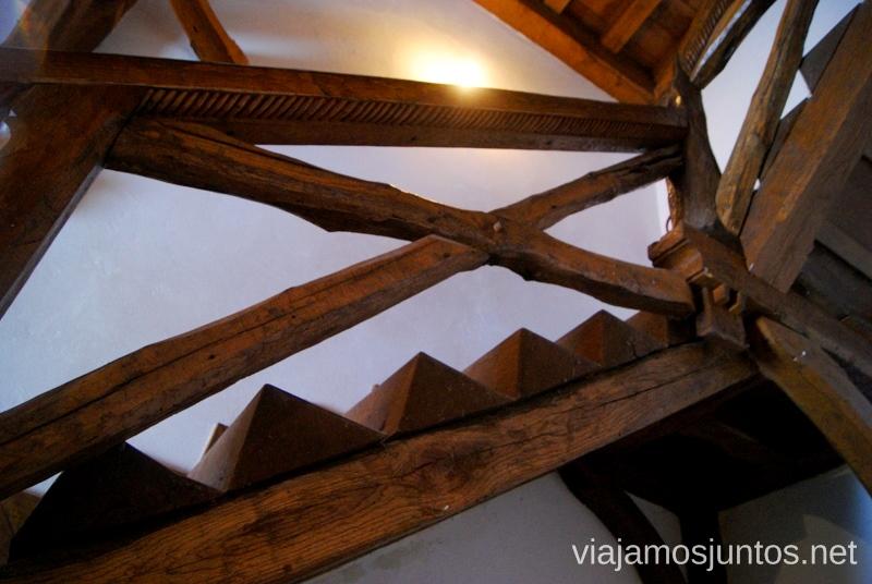 Escaleras artesanales. Castillo de Argüeso El Sur de Cantabria, que ver y que hacer Lugares más desconocidos y sorprendentes