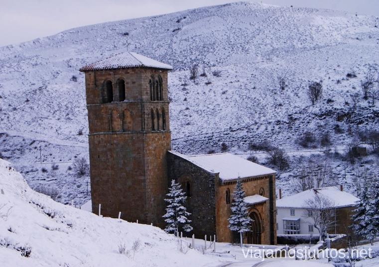 La Colegiata de Cervatos. Con la montaña de fondo El Sur de Cantabria, que ver y que hacer Lugares más desconocidos y sorprendentes