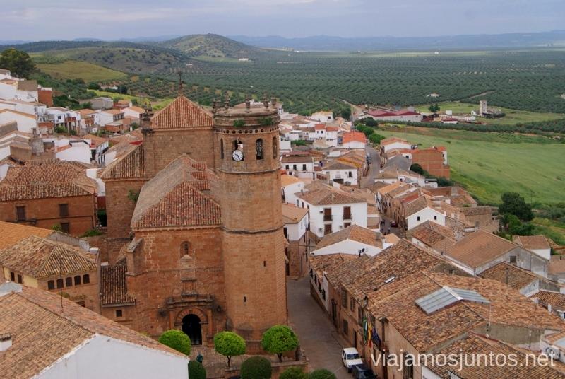 Pasea por las calles de los Baños de la Encina Ruta de los castillos y batallas, Jaén, Andalucía