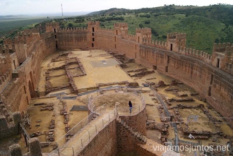 El interior del castillo almohade, Baños de la Encina Ruta de los castillos y batallas, Jaén, Andalucía