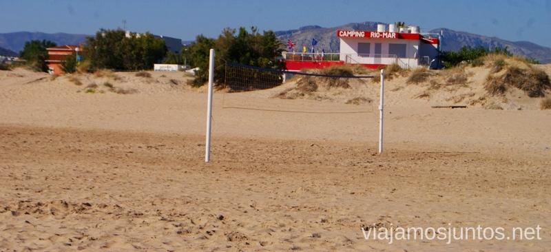 Camping RíoMar, Denia. Se ve al fondo la recepción #ViajarConSuegra por el Sur de España, playas, mar, beach
