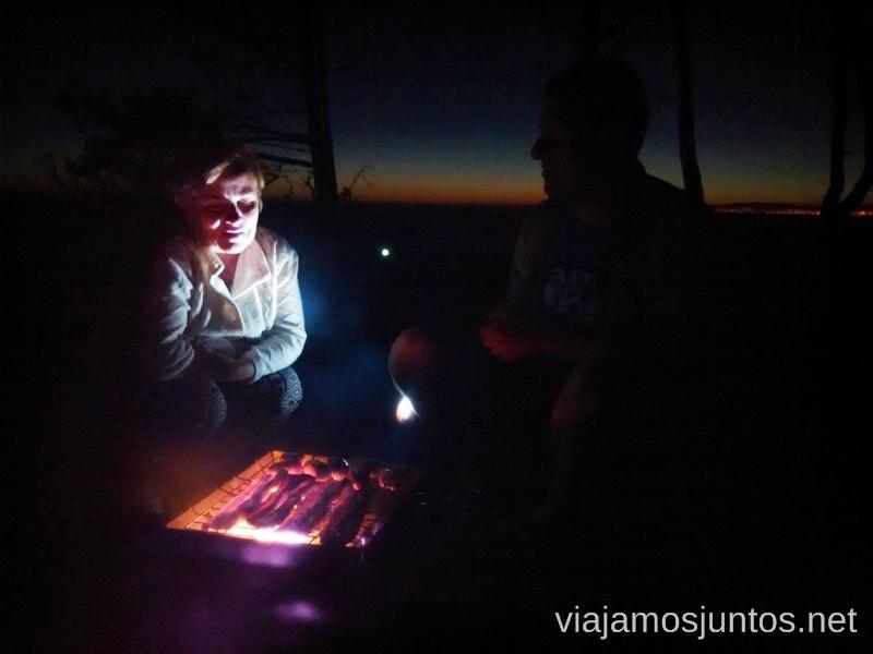 BBQ en el camping con un atardecer precioso Consejos prácticos y qué hacer en la península de Setúbal Portugal #ViajarConSuegra