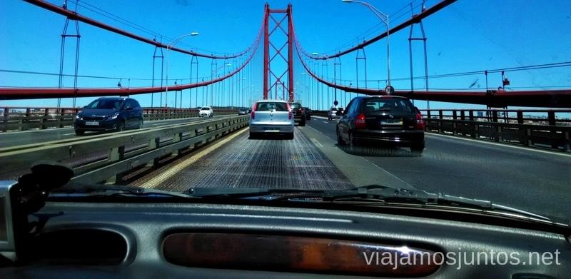 Entrando a Lisboa por el Puente del 25 de Abril Una ruta de 3 días por la zona de Lisboa Itinerario de viaje por los alrededores de Lisboa #ViajarConSuegra