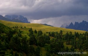 Vistas desde la Cruz, Mestia, Svaneti, Georgia Itinerario de viaje por Georgia. 17 días. Gran Cáucaso Parte I