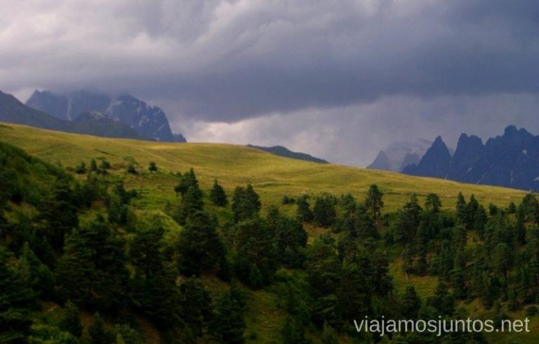 Vistas desde la Cruz, Mestia, Svaneti, Georgia Itinerario para viajar por Georgia. 17 días. Gran Cáucaso Parte I