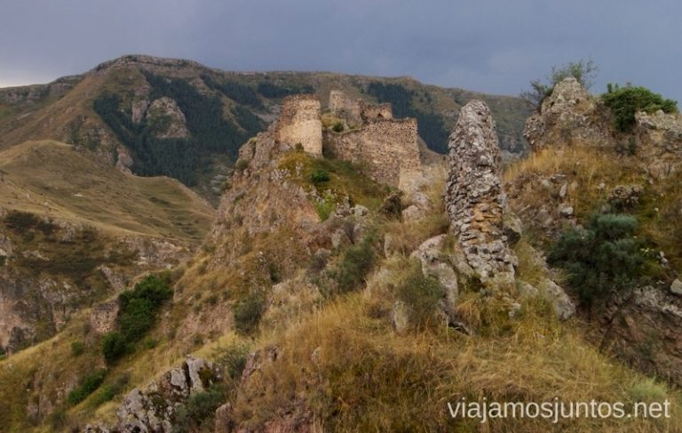 Castillos de Vardzia, Georgia Itinerario de viaje por Georgia. 17 días. Gran Cáucaso Parte II Tbilisi Tiflis Kutaisi Vardzia Batumi la Playa Costa
