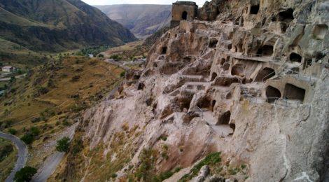 Los monasterios de Vardzia, Georgia Itinerario de viaje por Georgia. 17 días. Gran Cáucaso Parte II Tbilisi Tiflis Kutaisi Vardzia Batumi la Playa Costa