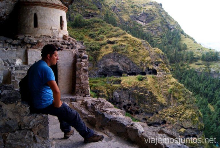 Vardzia, Georgia Itinerario de viaje por Georgia. 17 días. Gran Cáucaso Parte II Tbilisi Tiflis Kutaisi Vardzia Batumi la Playa Costa
