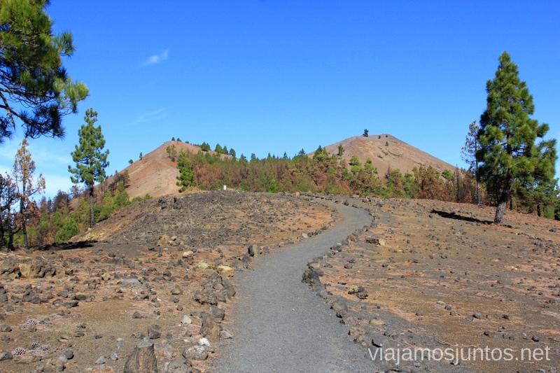 Las Deseadas al fondo Ruta de los Volcanes, en la isla de la Palma, Islas Canarias #LaPalmaJuntos