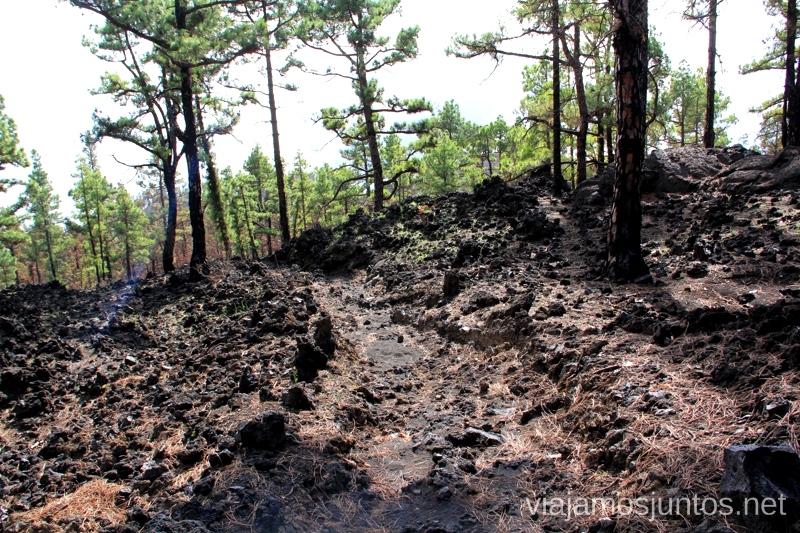 Malpaís - lavas tipo AA, muy incómoda de andar Ruta de los Volcanes, en la isla de la Palma, Islas Canarias #LaPalmaJuntos