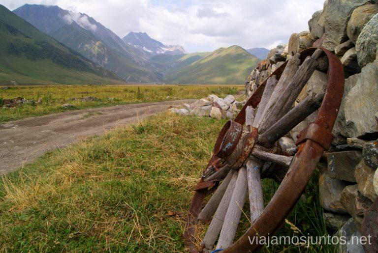 Paisajes solitarios Excursión al Valle de Truso, Kazbegi, Stepantsminda, Georgia