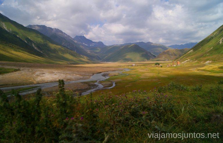 Las vistas del Valle de Truso Excursión al Valle de Truso, Kazbegi, Stepantsminda, Georgia