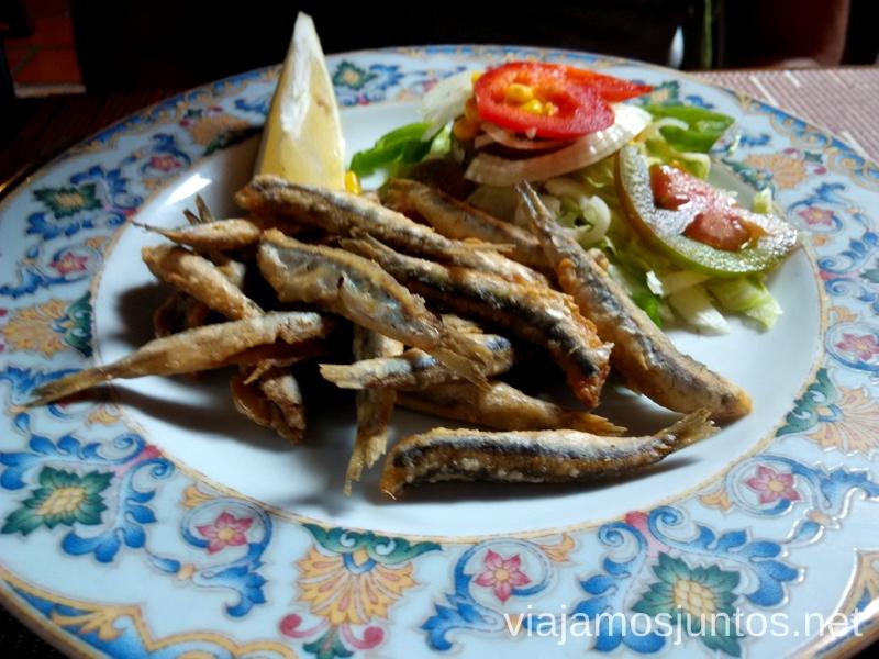 Hora de comida en Almuñecar, Granada, Andalucía Un fin de semana en Granada: bajada en bañador en la estación de esquí Sierra Nevada y playa en Almuñecar, Andalucía