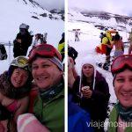 Fijados en el chico al fondo, ¡qué disfraz más playero! Un fin de semana en Granada: bajada en bañador en la estación de esquí Sierra Nevada y playa en Almuñecar, Andalucía
