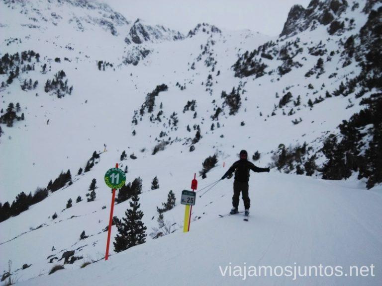 Carretera que se convierte en pista en invierno... como no la necesitan... Información práctica para esquiar en Vallnord, Andorra. Consejos y nuestras experiencias