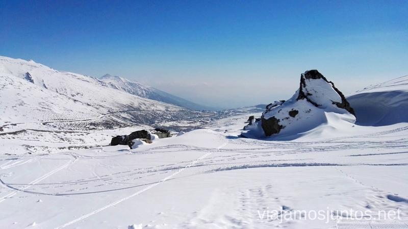 Esquiar en Alto Campoo con estas vistas es un lujo Al fondo, carretera que lleva al albergue Tres MaresEsquiar en Alto Campoo. Consejos prácticos Ahorrar en alojamiento y transporte Lowcost