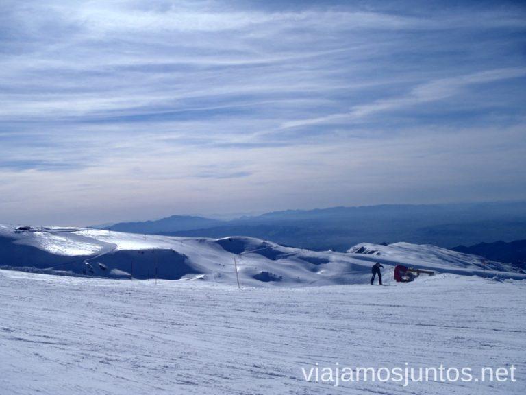 Vistas infinitas desde Sierra Nevada Nuestras estaciones de esquí favoritas. Dónde esquiar y cómo ahorrar