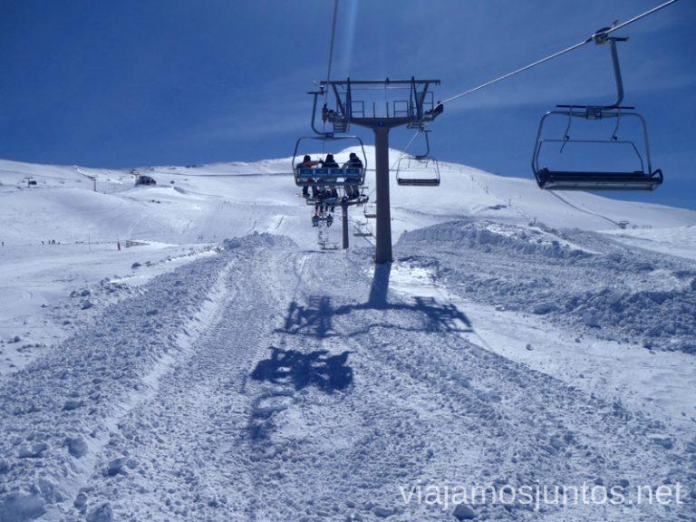 Sol y nieve, o Sierra Nevada os espera Nuestras estaciones de esquí favoritas. Dónde esquiar y cómo ahorrar