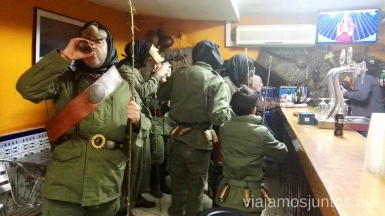 Machurreros en el bar Machurreros de Pedro Bernardo, Ávila Mascaradas Abulenses en Gredos Carnavales