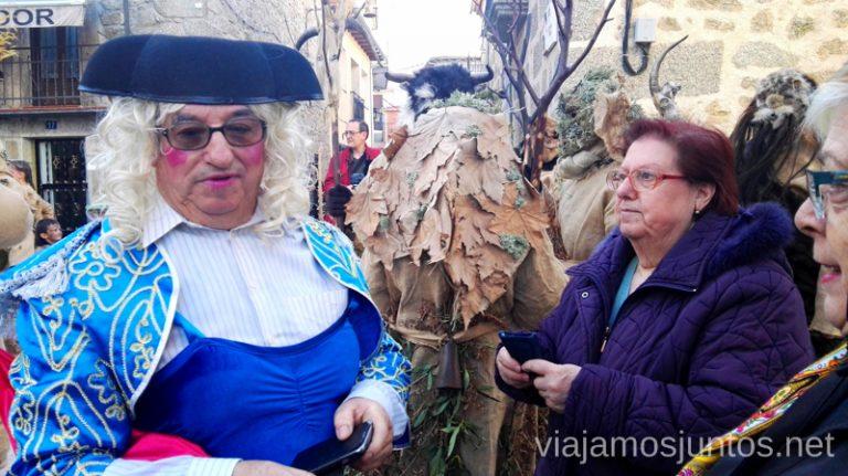 Trasvistiéndose para los carnavales de Gredos Harramachos de Navalacruz, Ávila Mascaradas Abulenses en Gredos Carnavales