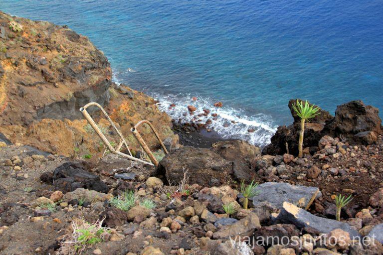 Escalera para bajar a la playa del Azufre Las playas de la Palma, Islas Canarias. Mejores playas.
