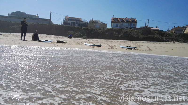 La Escuela ArtSurfCamp desde la playa de Razo Surfear por primera vez Surfear en Galicia #GanasdeArtSurfCamp